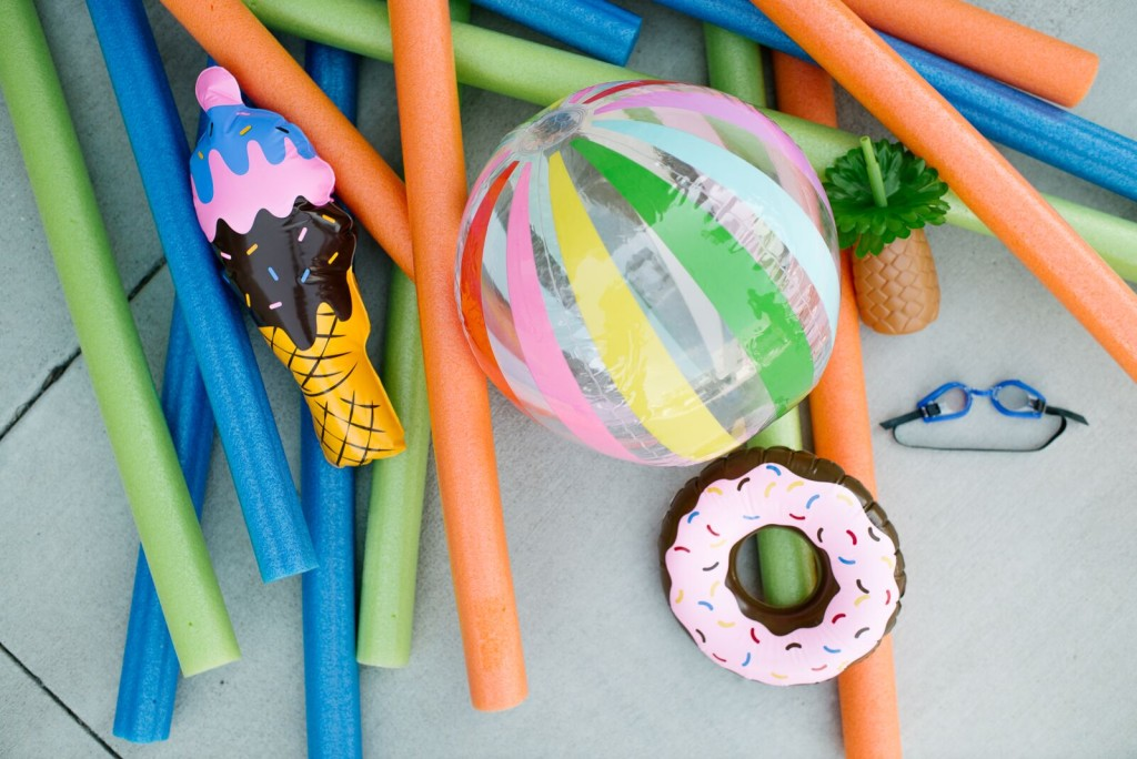 DIY Pool Noodle Photobooth Backdrop