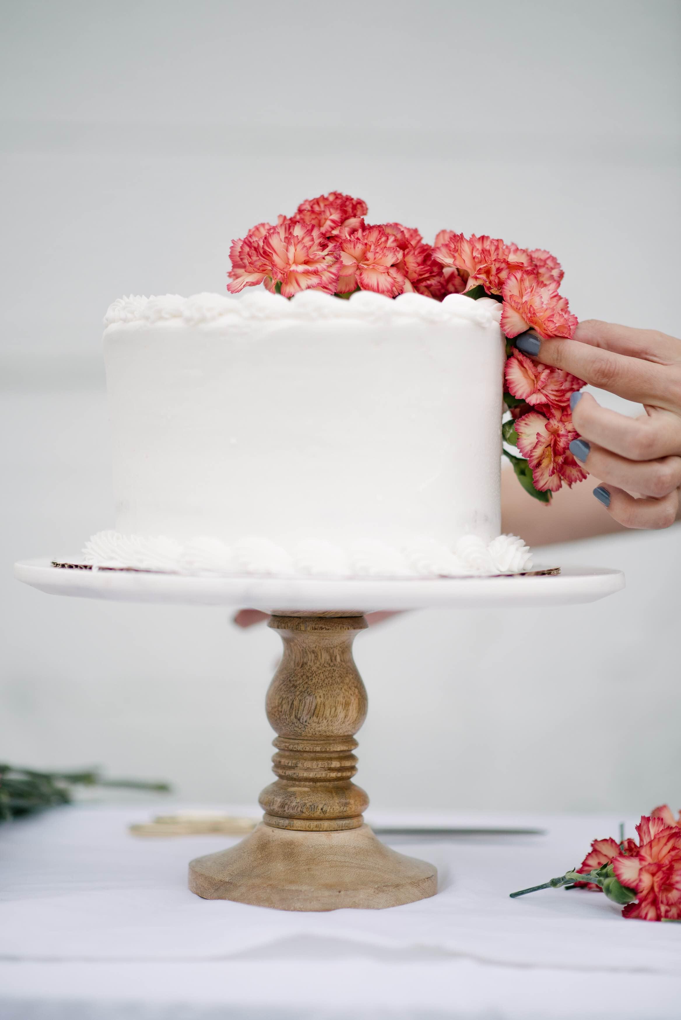 DIY Fresh Floral Cake Topper - Let\'s Mingle Blog
