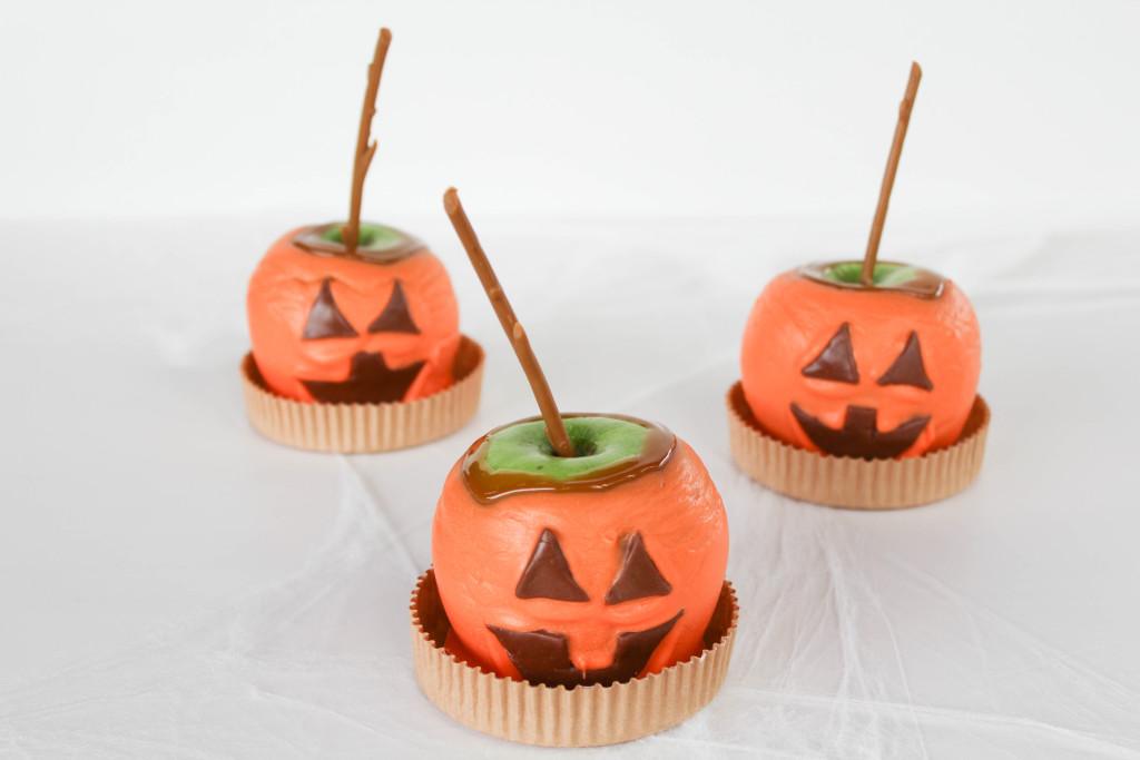 Jack O' Lantern Caramel Apples