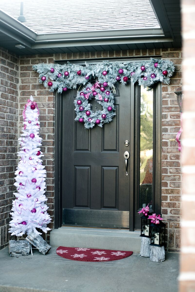 Holiday Front Door Decorations - Let's Mingle Blog