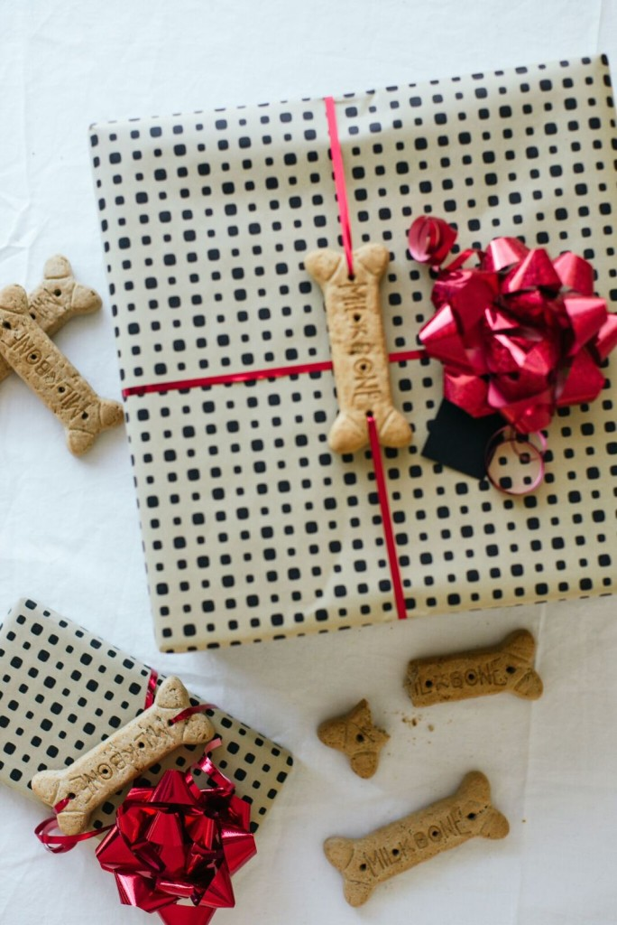 Dog Bone Gift Wrapping