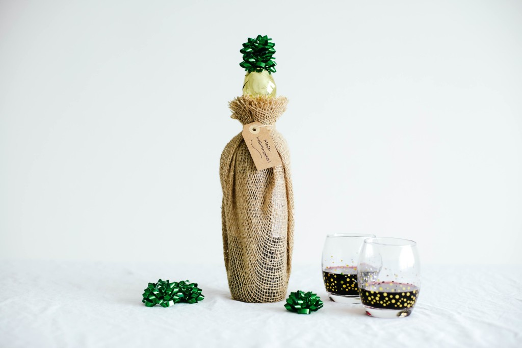 Pineapple Wine Bottle Topper